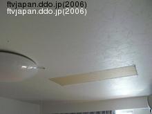 穴の空いている天井